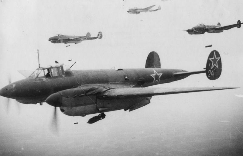 Пе-2 радянський пікіруючий бомбардувальник часів Другої світової війни