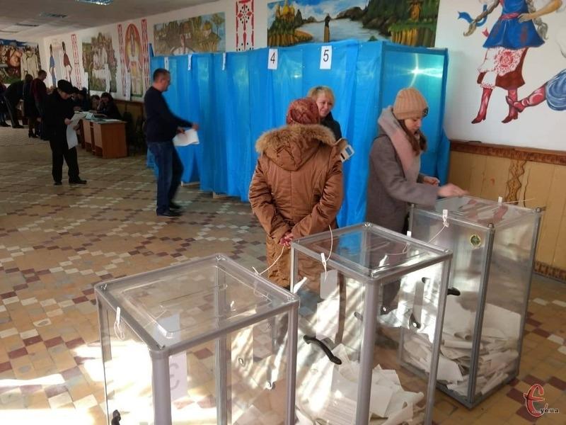 Минулого року цього дня в Україні відбувся перший тур виборів президента України