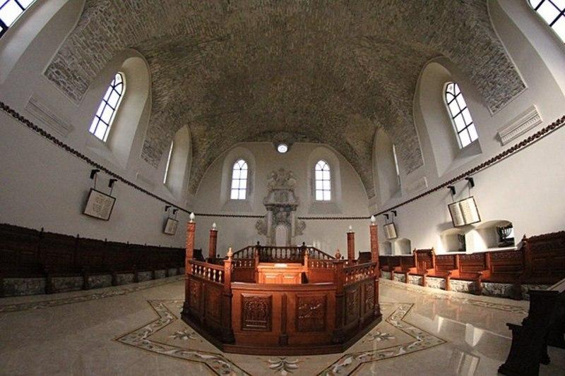 У 2018 році фотографії синагоги в Сатанові зайняли призові місця у спецномінації «Вікі любить пам\'ятки»