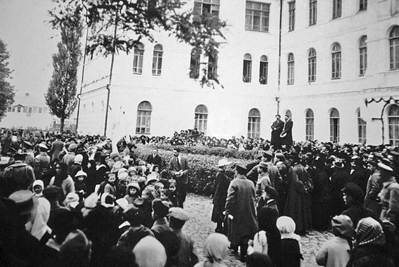 101 рік тому були зроблені перші кроки для заснування Кам'янець-Подільського державного університету. На фото відкриття закладу 22 жовтня 1918 року