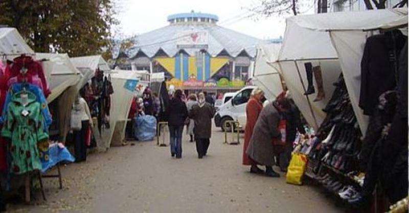З 5 грудня 2009 року у Хмельницькому розпочався переїзд підприємців з «алейки» біля овочевого ринку