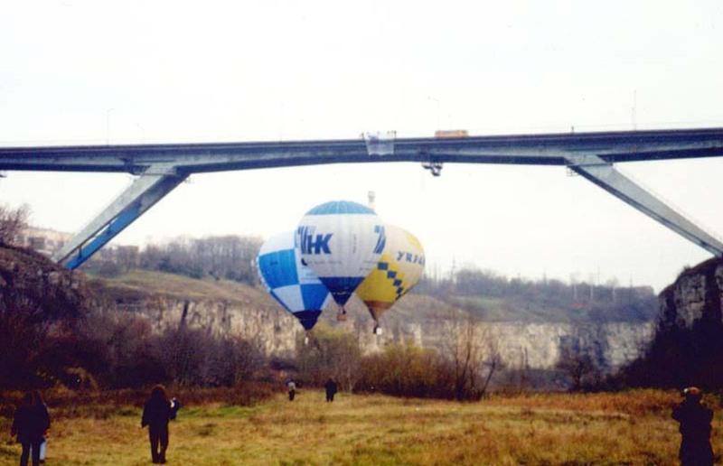 У 2004 році 6 листопада в Кам'янці-Подільському здійснено рекордний проліт трьох з'єднаних між собою повітряних куль