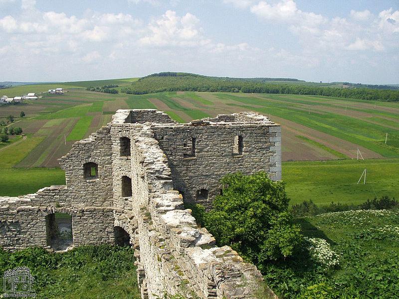 Не виключено, що при одному з Одровонжів, десь у другій половині XV — на початку XVI століття, у Сатанові було зведено замок