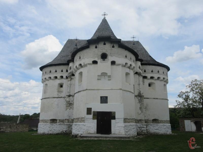 Сутковецька церква-фортеця — унікальний зразк архітектури XIV-XV століть
