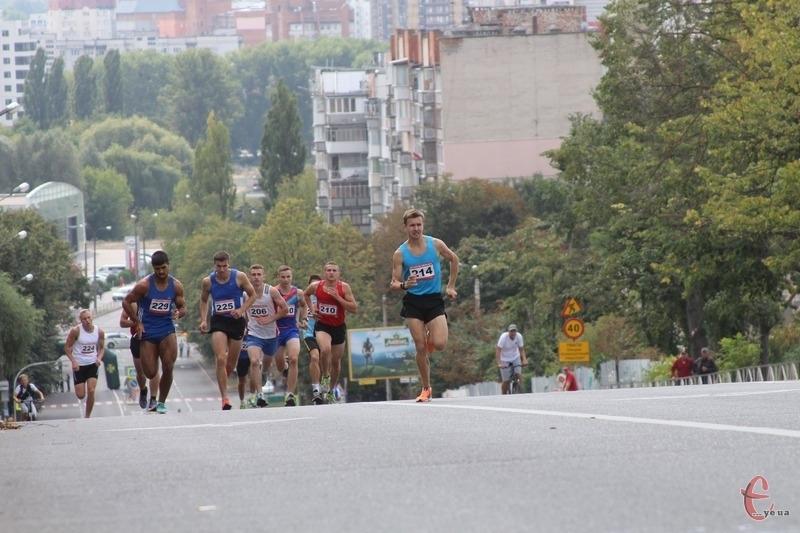 Торік цього дня у Хмельницькому вперше провели змагання з бігу та їзди на велосипеді «Вершина Свободи»