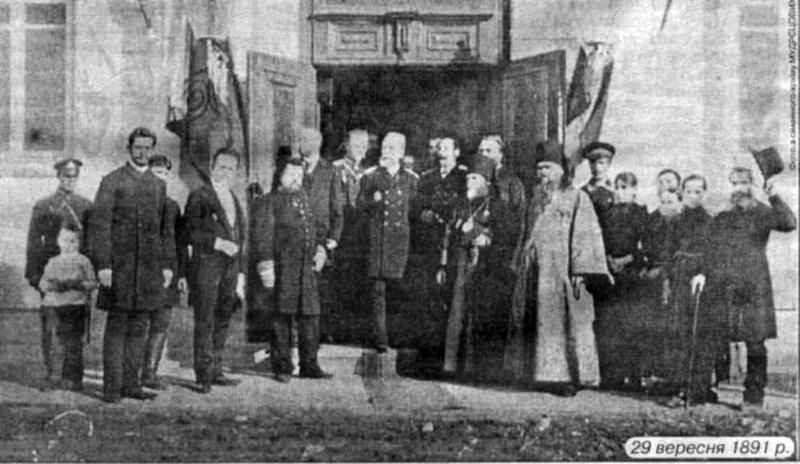 Фото з освячення лікарні для бідноти на Поділлі, будівництво якої ініціювали лікарі