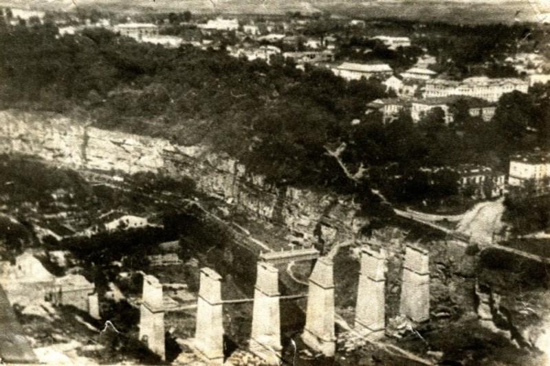 9 липня 1941 року радянські війська підірвали Новопланівський міст у Камянці-Подільському