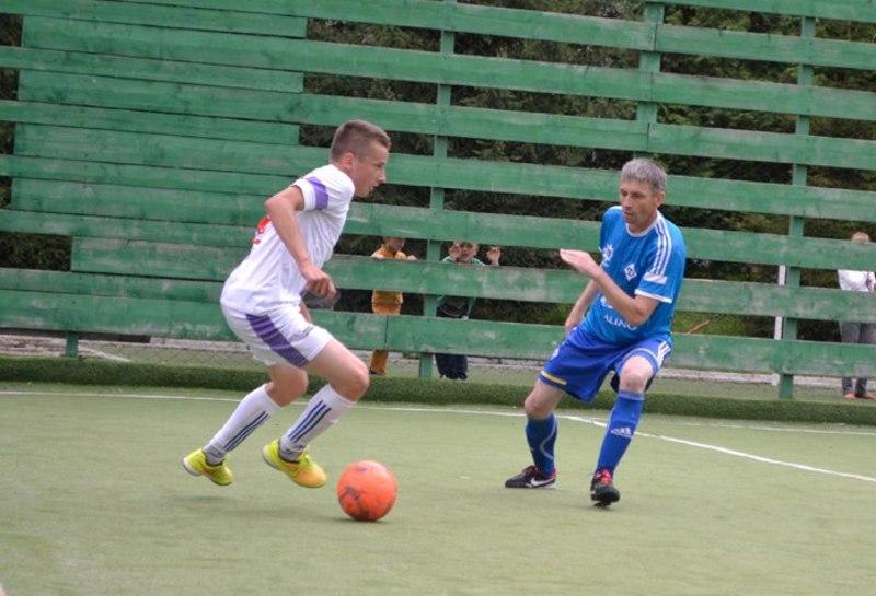 Микола Сохорук (у синьому) відкрив рахунок у матчі Динамо-ГУНП проти Хмельницьких делікатесів