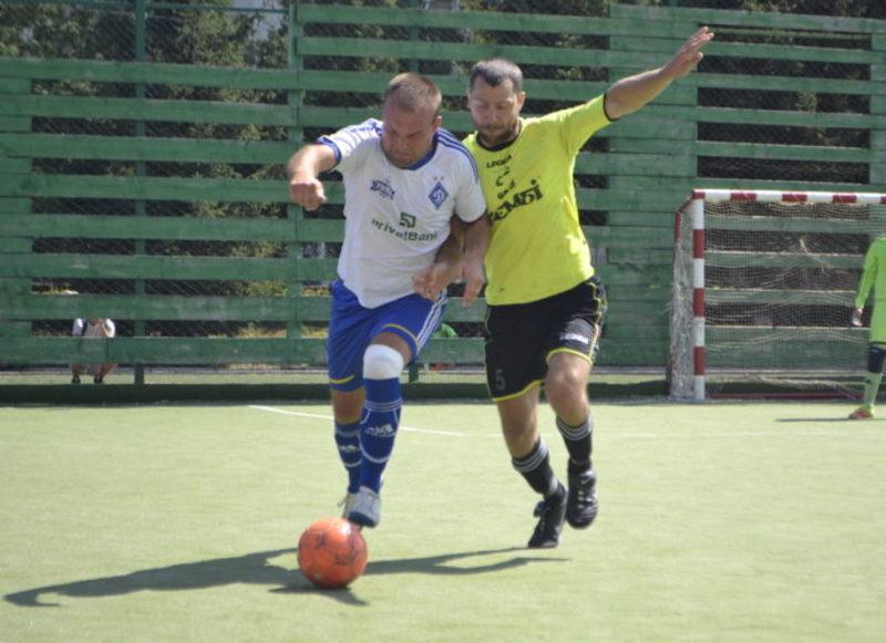 Біло-сині динамівці в 1/4 фіналу двічі переграли Бамбук і в півфіналі зіграють з Хмельницькими делікатесами