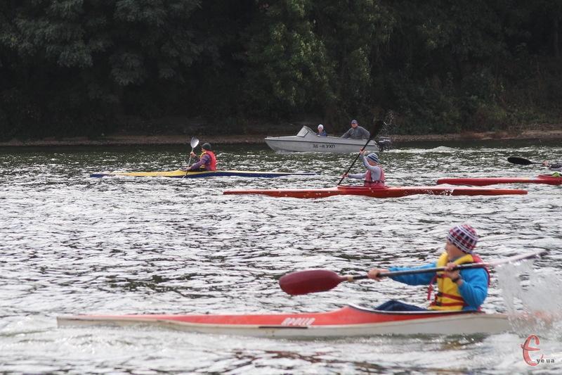 Попри осінню прохолоду, юні веслувальники взяли участь у відкритій першості Хмельницького