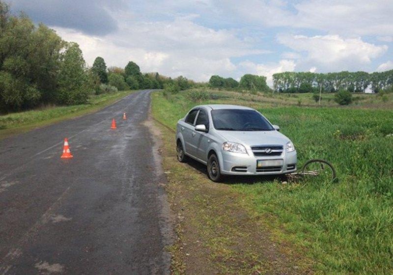 Автівка наїхала на велосипедиста