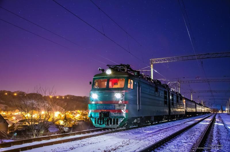 На зимові свята Укрзалізниця запустила через Хмельницький 17 додаткових потягів