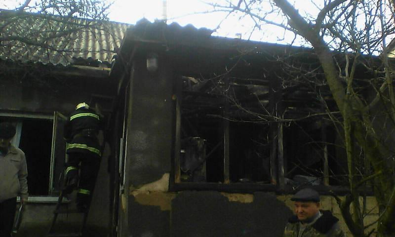 Під час гасіння пожежі вогнеборці врятували трьох людей