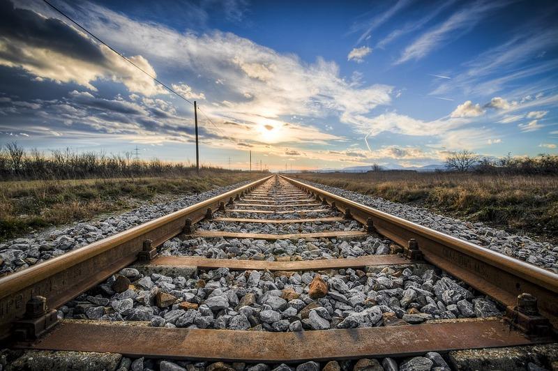 Вантажні залізничні перевезення тривають