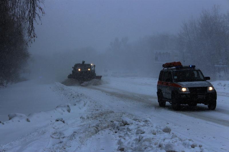 На Хмельниччині продовжує спостерігатися ускладнений рух на дорогах