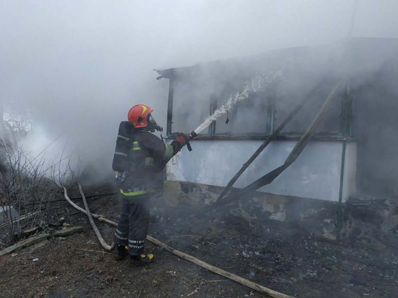 Рятувальники ліквідували загоряння приватного житлового будинку у Старокостянтинівському районі