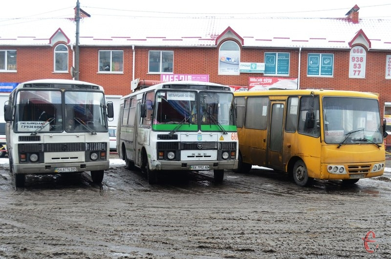 Автобуси не відправляють в рейси