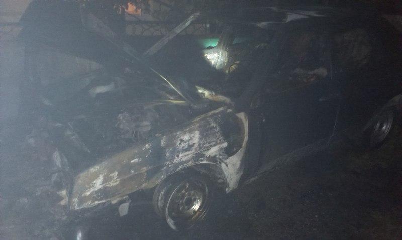 Через ймовірний підпав, у Кам'янці-Подільському  згоріли два автомобілі
