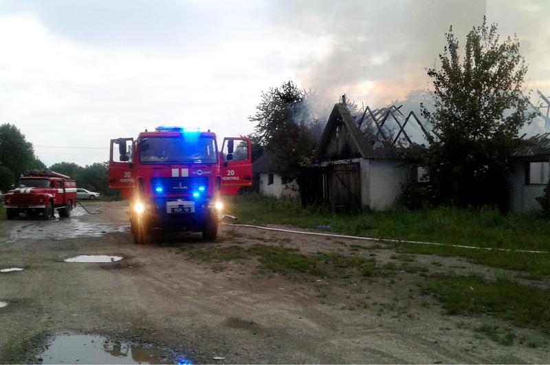 В селі Чорна Чемеровецького району горів колишній корівник
