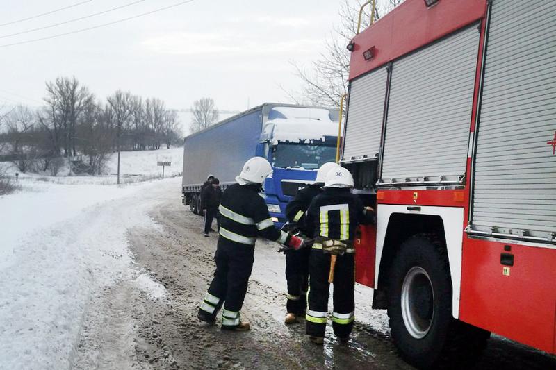 На Теофіпольщині рятувальники надали допомогу водію вантажівки, який заблокував рух дорогою