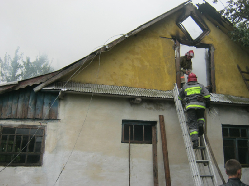 Внаслідок пожежі вогнем знищено покриття на площі 35 квадратних метрів та домашні речі