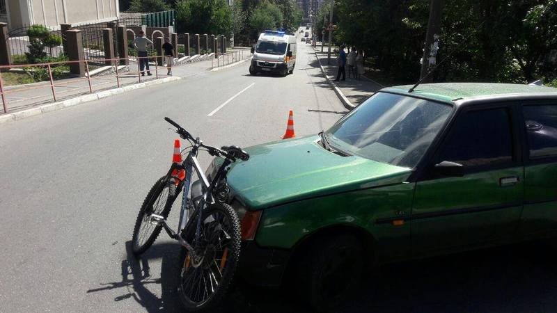 Велосипедиста, після зіткнення з Таврією, госпіталізували
