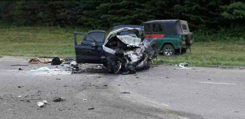 Водій та троє пасажирів загинули на місці.
