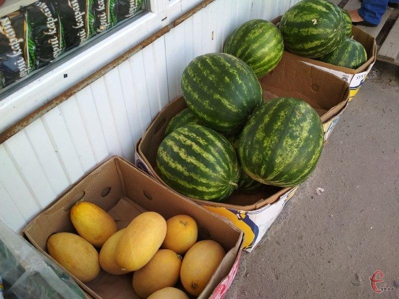 Рекомендуємо купувати баштанні ягоди на ринках, магазинах, супермаркетах, але не на місцях стихійної торгівлі