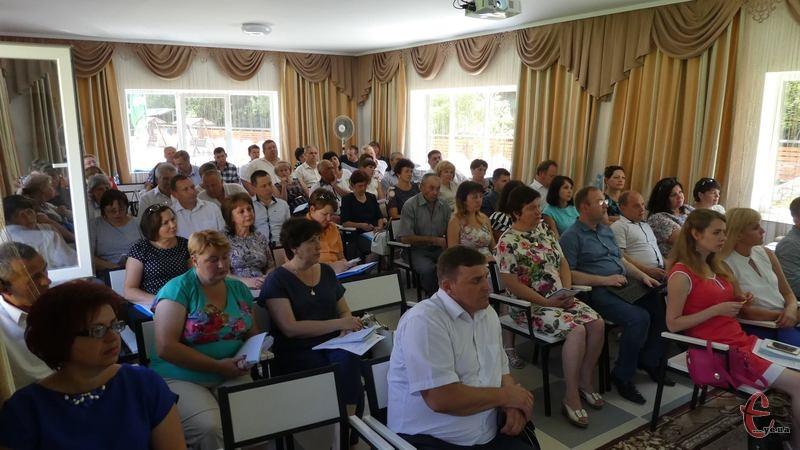 За даними департаменті освіти Хмельницької ОДА, цього року лише близько 25 відсотків учнів сільських шкіл підтвердили свої відмінні знання.