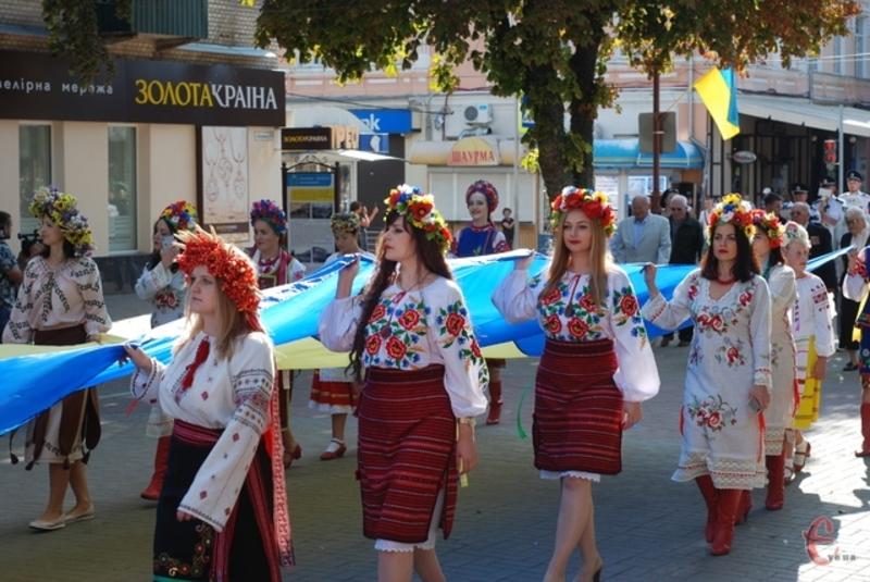Минулого року у День Незалежності представники з усіх куточків області зібрались в Хмельницькому, аби разом пройти Ходою Гідності та встановити новий рекорд