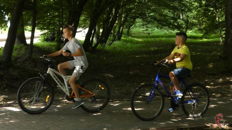 Діти-велосипедисти частково знають правила дорожнього руху