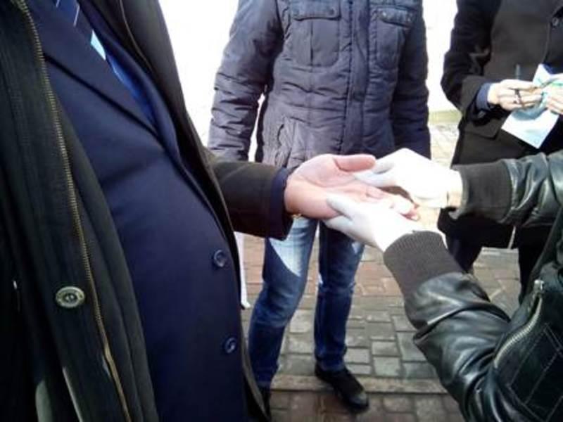 Чиновник вимагав 10 тисяч гривень хабара