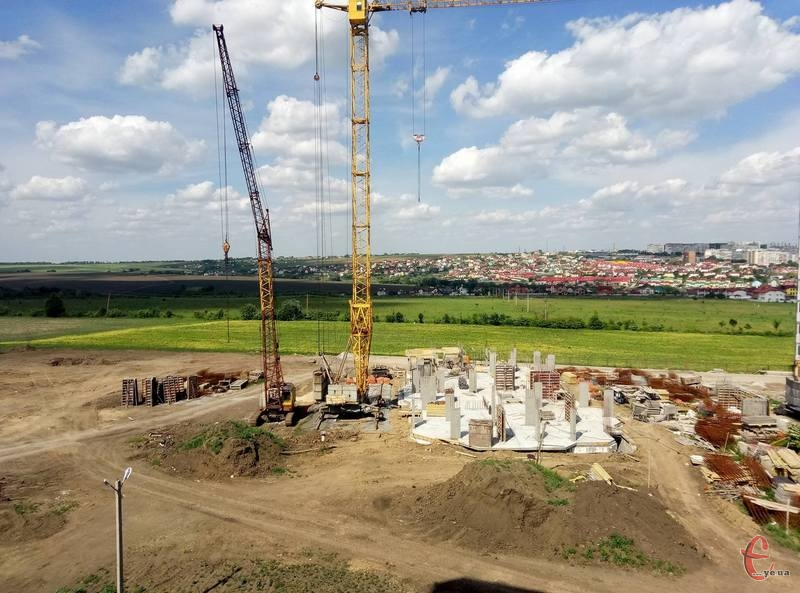 Петиція, яку розглянули депутати Хмельницької міської ради, стосується мікрорайону, який забудований житловими будинками