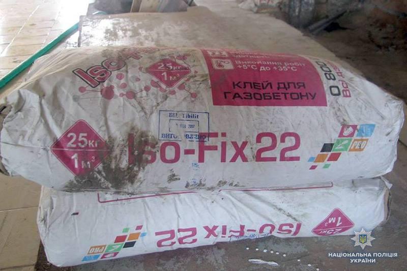 Зловмисник поцупив з гаража шість мішків будівельного клею та інші матеріали на загальну суму майже тисяча гривень