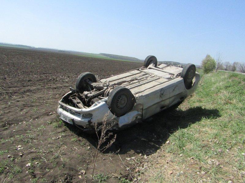 Залишивши викрадене авто в кюветі, злочинці втекли, але згодом були затримані правоохоронцями