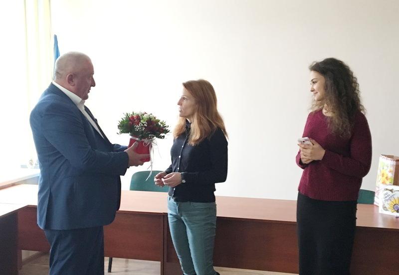 Робота Стефані Янг із Вірджінії розпочала в Городку із привітання міського голови