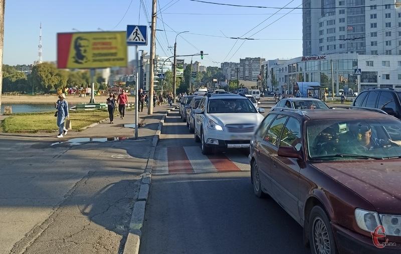 Через заміну газопроводу рух центром міста практично паралізований