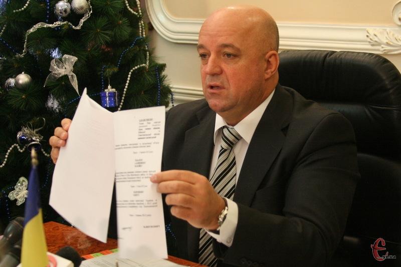Василь Ядуха, який очолював Хмельницьку ОДА та обласну Партію регіонів, міг отримати з партійної каси Януковича понад 1,75 мільйони доларів США
