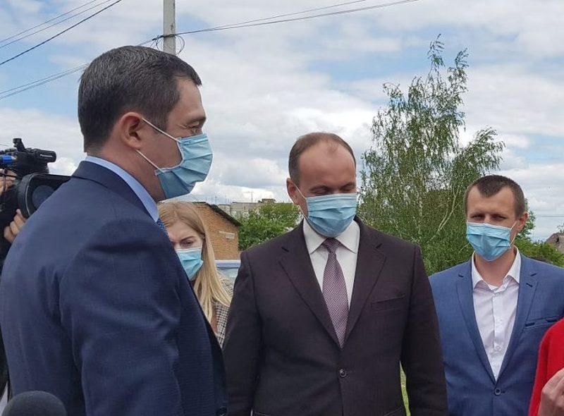 Олексій Чернишов (на фото зліва) перебував у відрядженні в Хмельницькій області вчора, 21 травня