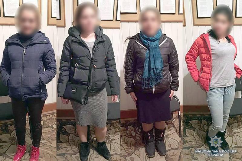 На Хмельниччині поліція затримала групу осіб, яка на території 6-ти областей обкрадала самотніх пенсіонерів