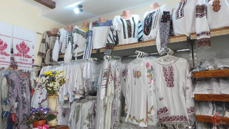 До Дня Незалежності обрати вишиваний одяг можна на різні смаки.