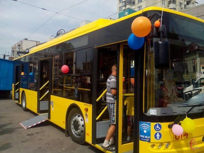 Нові тролейбуси облаштовані пандусами