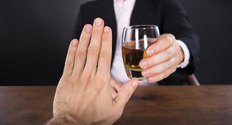 Щоб боротися з хворобою, потрібне усвідомлення самого алкоголіка, що він таки має залежність