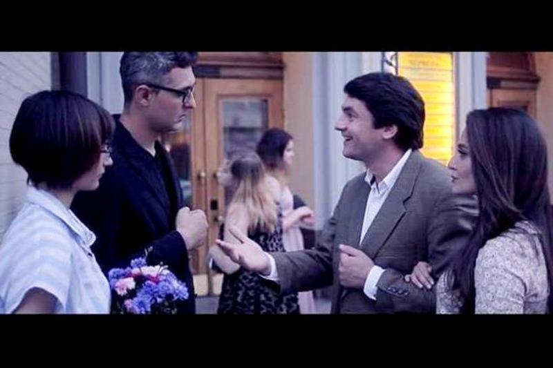 Кадр з фільму «Довкола кіно»