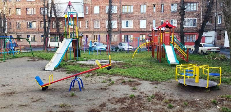 Дитячих майданчиків у Хмельницькому побільшало