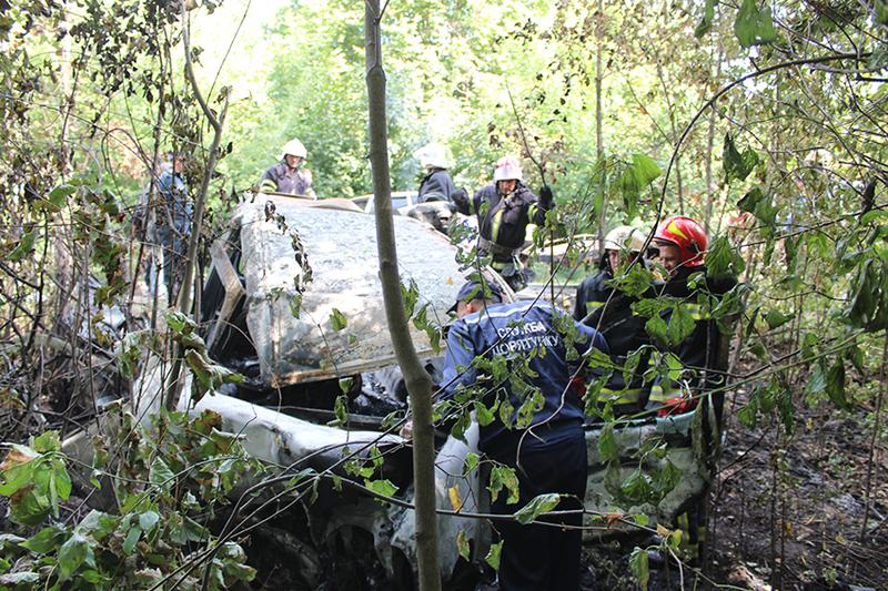 Внаслідок жахливої автопригоди четверо людей загинули, двоє у важкому стані