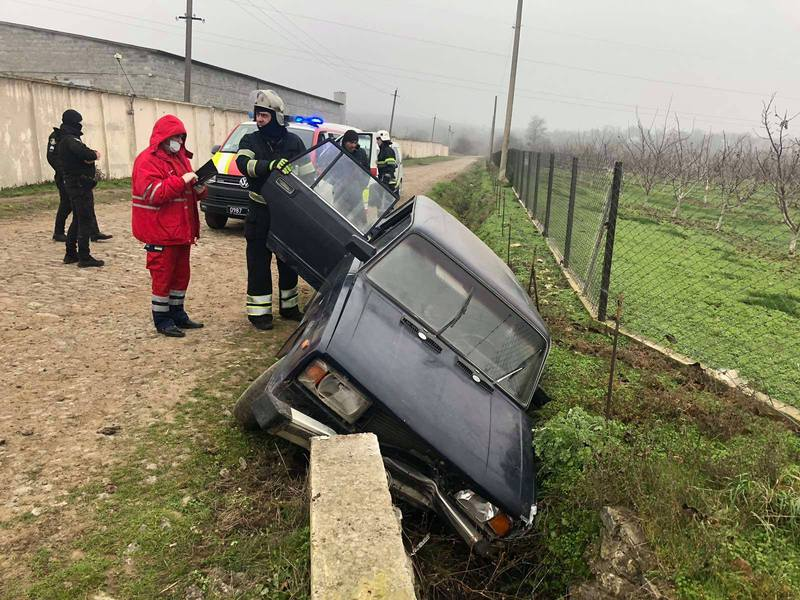 Автомобіль потрапив у кювет