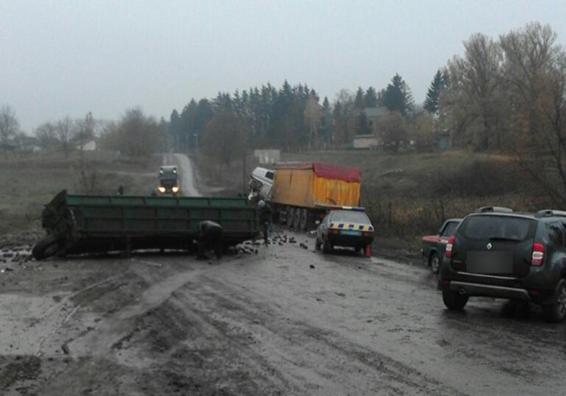 У Теофіполі водій «МАНу» врізався у причеп вантажівки