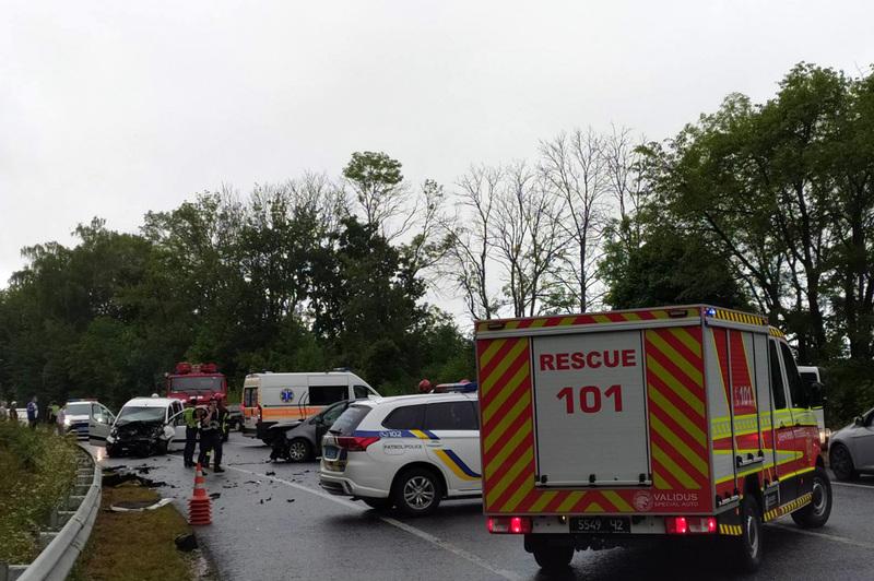 Рятувальники ліквідували наслідки автотрощі, у якій травмувалось п'ять людей