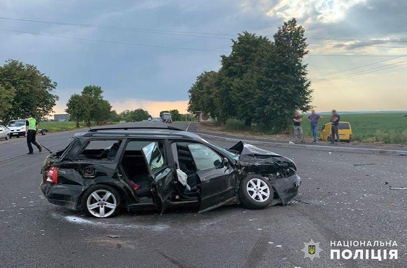На Хмельниччині поліцейські розслідують обставини ДТП, внаслідок якої госпіталізували трьох людей